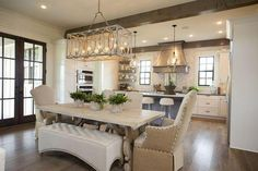 40 Antique Kitchen Home Interior Design Ideas 5 - homeexalt Classic Kitchen, Farmhouse Style Kitchen, Rustic Kitchen, Kitchen Decor, Kitchen Ideas, Modern Farmhouse, Kitchen Layout, Country Farmhouse, Kitchen Inspiration