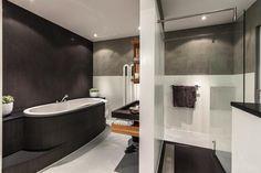 Personal Living badkamer met Balance wastafel en douche, gietvloer, Keramag toilet en Cleopatra bad