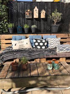 Binnenkijken bij mijnhuis__enzo Cozy Patio, Backyard Patio, Patio Interior, Interior Design Living Room, Outdoor Spaces, Outdoor Living, Outdoor Decor, Living Haus, Patio Design