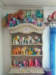 Vintage My Little Pony collection! My Little Pony House, All My Little Pony, Vintage My Little Pony, Vintage Dolls, Retro Vintage, My Little Pony Collection, Turquoise Room, Mini Pony, Birthday Gifts For Boys