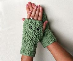 These fingerless mitts with an owl motif remind me of a very dear friend who lives too far away.  The pattern looks tough, but someday I'll create these for her.  : )