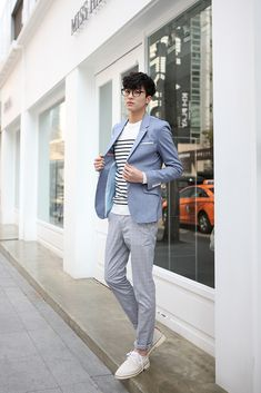 Korean fashion men are known all over the world for their dressing sense and trendy styling. Now let's have a sense of what Korean fashion. Korean Casual, Korean Fashion Casual, Korean Fashion Trends, Korean Outfits, Korean Men Style, Korean Clothes, Korean Dress, Kpop Fashion Male, Asian Men Fashion