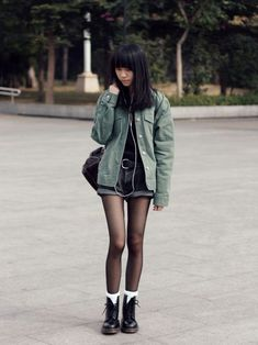 Girls in Doc Martens – Gothic Punk Style Dr Martens Outfit, White Doc Martens, Dr Martens Boots, Dr. Martens, Grunge Outfits, Grunge Fashion, Fashion Models, Fashion Outfits, Japanese Fashion