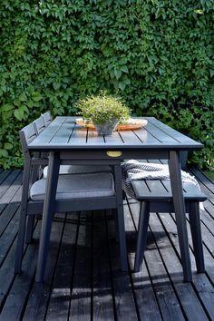 Terassielämää elokuussa Outdoor Furniture, Outdoor Decor, Porch, Garden, Table, Home Decor, Balcony, Garten, Decoration Home