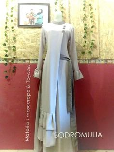 Muslim Gown, Muslim Wedding Dresses, Maxi Dress Wedding, Casual Gowns, Angrakha Style, Moslem Fashion, Blouse Models, Batik Dress, Hijab Dress