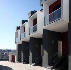 """Box House - Projeto de habitação popular na cidade de São Paulo.    """"17 casas de 47m² contam com o tradicional programa das habitações populares: 2 quartos, sala, cozinha, banheiro, área de serviço e, neste caso, garagem privativa."""""""