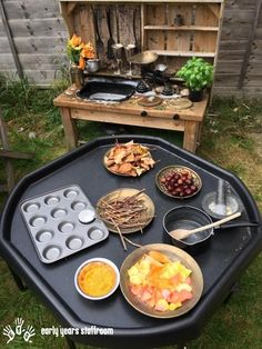 Mud Kitchen Keep it fresh! is part of Kids Crafts Outdoors Mud Kitchen - Mud kitchen (also known as an outdoor kitchen or mud pie kitchen) is one of the best resources in DIY projects for kids to play outside as kids Outdoor Learning Spaces, Kids Outdoor Play, Outdoor Play Areas, Eyfs Outdoor Area Ideas, Outdoor Education, Patio Ideas, Outdoor Play Kitchen, Backyard Kids, Backyard House