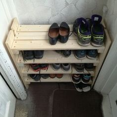 Home Wooden Shoe Rack: 5 Steps Trends in Furniture Remember when everyone was buying contemporary fu Wooden Shoe Racks, Diy Shoe Rack, Shoe Storage, Homemade Shoe Rack, Storage Ideas, Do It Yourself Furniture, Rack Design, Shoe Cabinet, Pallet Furniture