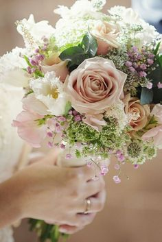 beautiful wedding bouquets for summer and spring weddings