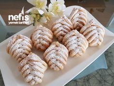 Apple and walnut puff pastry (practical) – delicious recipes - Nutella 2019 Apple Recipes, Sweet Recipes, Honey Dessert, Tea Time Snacks, Nutella Recipes, Turkish Recipes, Cookie Desserts, Baking Tips, Food And Drink