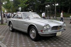 100周年記念イベントとして会場には歴代のマセラティが展示された。写真は1962年に「3500GT」の後継モデルとして発表された2+2クーペの「セブリング」。フェラーリ傘下となった当時、セブリングが今後のマセラティの方向性を明示するモデルとして大きく言及された
