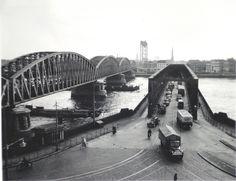 De Maasbruggen in Rotterdam gezien vanaf de Boompjes in 1950