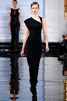 Here is a dress that impressed me by Ralph Lauren this year. So sexy!