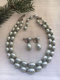 Costume Jewelry Elegant Bronze Tone with Patina 7 Length Vintage 1960s Black Marquis /& Pearl Link Bracelet Black Tie Formal