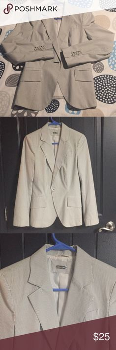 BRAND NEW ZARA lines summer blazer Brand new without tags. Cream color with fine gray lines. I bought it in Spain and tag says size M but it fits like a US S. Very elegant and great quality. Zara Jackets & Coats Blazers