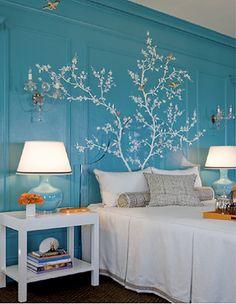 Plantilla con forma de árbol a modo de cabecero de cama. Deja que los sueños florezcan.