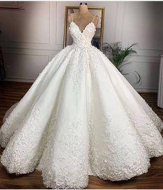 Seba Gelinlik - Bakırköy İstanbul #gelinlik #cloth #clothing #gown #clothes #fashiondesign #weddinggown #bride #fashiontrend #bridetobe…