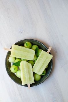 Honeydew Mint Ice Pops. Yes please!
