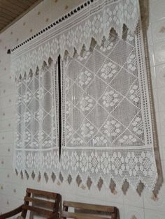 Olá meninas algumas cortinas de crochê    Vejam:                                                                                        Bei... Crochet Curtain Pattern, Crochet Bedspread, Crochet Curtains, Curtain Patterns, Crochet Patterns, Crochet Flowers, Crochet Lace, Crochet Hooks, Crochet Table Runner