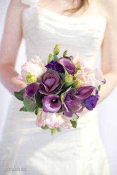 Flowers by Flowers For You. To see more of the show go to http://www.luxebridalevent.com/