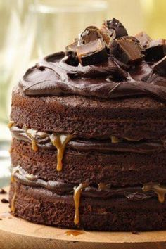 Tall, Dark and Stout Chocolate Layer Cake.Rich layers of chocolate cake, combined with stout beer and caramel make for an extra-dreamy dessert indulgence. Food Cakes, Cupcakes, Cupcake Cakes, Chocolates, Cake Recipes, Dessert Recipes, Dessert Food, Naked Cakes, Kolaci I Torte