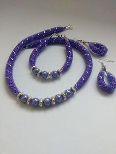 Uvězněné korálky Homemade Jewelry, Diy Jewelry, Jewelry Necklaces, Beaded Necklace, Jewelry Design, Beaded Bracelets, Flower Necklace, Jewlery, Hand Accessories