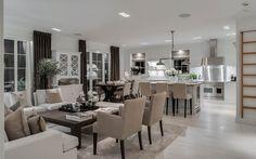 """Se fler bilder ifrån huset New England hus A3075 """"Alla familjer är olika – därför är New England Style, Rustic Chic, Newport, Home And Family, Cottage, Living Room, Kitchen Inspiration, Table, Kitchens"""