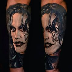 """Brandon Lee Tattoo from the movie """"The Crow"""" by Nikko Hurtado Tribal Tattoos For Men, Tattoos For Guys, Cool Tattoos, Amazing Tattoos, Nikko Hurtado, Arm Tattoos Black And Grey, Crow Movie, Full Sleeve Tattoos, Tattoos Gallery"""