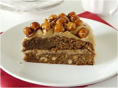 GATEAU CAFE NOISETTES - Un délicieux gâteau au café et noisettes grillées, une garniture au mascarpone & café et du pralin
