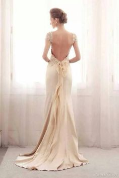 Wedding dress. Backless. Lace. Vintage. Ivory