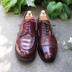 靴紐交換 両方とも紐のセルが裂けてしまったので交換です パラブーツはバーガンディのロウ引きで少し軽い感じに逆に三陽山長は石目のロウ引きで少しゴツめにしました #shoelaces #shoes #mensshoes #shoecare #paraboot #sanyoyamacho #靴紐 #紳士靴 #革靴 #靴磨き #シューケア #パラブーツ #三陽山長 #紗乃織靴紐