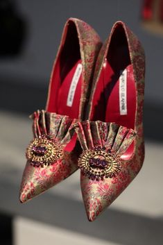 Manolo Blahnik RTW Fall 2014 [Photo by Steve Eichner] even Marie Antoinette would have drooled over these ones! Hot Shoes, Women's Shoes, Shoe Boots, Pretty Shoes, Beautiful Shoes, Beautiful Pictures, Manolo Blahnik Heels, Shoe Art, Dream Shoes