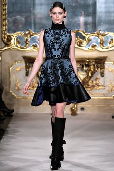 Aquilano.Rimondi - Fall 2012 Ready-to-Wear - Look 16 of 38