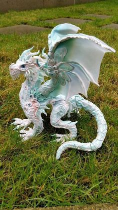 Receiving Custom orders now! Process to make your dragon: 3 to 4 weeks depending the custom orders lined up. ----------- Please Read Polymer Clay Dragon, Cute Polymer Clay, Cute Clay, Polymer Clay Crafts, Cute Fantasy Creatures, Mythical Creatures, Fantasy Dragon, Dragon Art, Instruções Origami