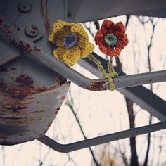 Kevättä odotellessa! The spring will come! #concreatives #yarnbomb #flowerpower #crochetflowers by concreatives