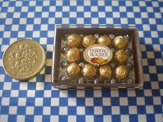 Dollhouse Miniature Rocher Chocolate