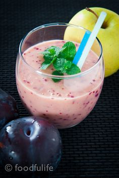 Lovely and sweet breakfast smoothie, high in fibre and full of energy! Plum and apple breakfast smoothie.