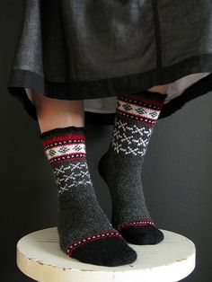 Uinta Cabin version by Terhi ~ Nancy Bush Pattern source: Knitting on the Road / Nancy Bush Yarn: Regia Needles: mm Modified; left out some patterns from the leg, and added some to the toe. Crochet Socks, Knitted Slippers, Knit Mittens, Knitted Bags, Knitting Socks, Hand Knitting, Knit Crochet, My Socks, Cool Socks