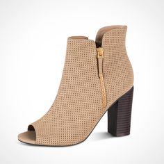 Casual y bella #amazing #booties #fashion #ILOVEPS #PriceShoes Compra en línea → http://tiendaenlinea.priceshoes.com/