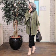 16 Ideas Fashion Hijab Army For 2019 Niqab Fashion, Street Hijab Fashion, Muslim Fashion, Grey Fashion, Modest Fashion, Look Fashion, Fashion Photo, Fashion Outfits, Fashion Muslimah