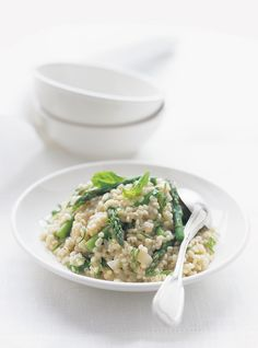 Springtime Asparagus Barley - This was good! Could easily substitute mushrooms instead. Vegetarian Pasta Recipes, Salad Recipes, Healthy Recipes, Barley Recipes, Barley Risotto, Parmesan Risotto, Ricardo Recipe, Batch Cooking, Parmigiano Reggiano