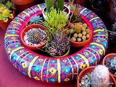 Querendo Ideias de Jardim com Pneus para Decorar em Casa? Veja estes 38 Modelos de Jardins de Pneus Coloridos para Enfeitar e Sua Própria Decoração! Backyard Garden Design, Diy Garden Decor, Garden Crafts, Lawn And Garden, Garden Projects, Garden Art, Tire Craft, Bottle Top Crafts, Painted Tires