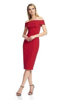 Très Chic offre une collection minutieusement choisi de robes designer et accessoires d'importation et de designer réputés. Avec plus de 20 années d'expérience, nos stylistes sont prêts à vous aider à trouver la robe de vos rêves pour toutes occasions.