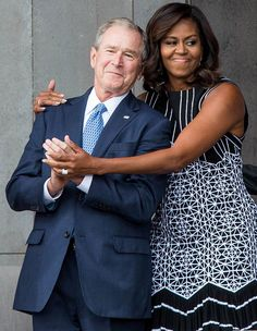 Former President George W. Bush Loves Michelle Obama, Too // George W. Bush discussed his sweet friendship with Michelle Obama during an interview with People Magazine. Michelle Obama Fashion, Michelle And Barack Obama, Black Presidents, American Presidents, American History, First Black President, Former President, Durham, Celebridades Fashion