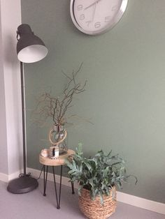 Color ordered from Histor. With beautiful wood elements . Color ordered from Histor. With beautiful wood elements and gray-green plant phlebodium plant. Home Living Room, Living Room Decor, Diy Bedroom Decor, Home Decor, House Interior, Home Deco, Room Colors, Green Wall, Home And Living
