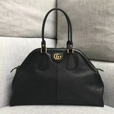 Gucci RE(BELLE) Large Top Handle Bag 516459 cm-Soft leather-Antique gold-toned hardware-Double G-Metal feline head-Two interior zipper pockets-Double leather handles -Top zipper closure with elongated zipper pulls-Mic Black Gucci Purse, Chanel Purse, Gucci Handbags Outlet, Handbags On Sale, Gucci Sale, Gucci Top, Chanel Classic Flap, Bag Sale, Leather Handle