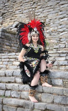 One of her many headdresses Aztec Costume, Mexican Costume, Maya, Native American Beauty, Native American Indians, Mexican Art, Mexican Style, Mexican Heritage, Aztec Warrior