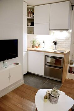 Do You Like Best Inspiring Small Kitchen Design Ideas In Your Home? Small Apartment Interior, Small Apartment Kitchen, Apartment Layout, Apartment Design, Apartment Ideas, Studio Kitchen, Kitchen Decor, Kitchen Design, Deco Studio