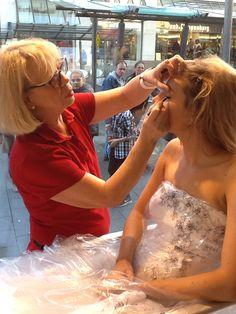 Regelmäßig finden in unserem Schaufenster, Hindenburgstrasse 51, Styling-Events statt, mit dem Team vom Beauty Resort