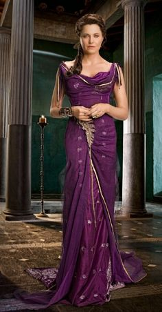 Love the dress Lucy Lawless as Lucretia in Spartacus Vengeance Dress Up, Sari Dress, Fantasy Dress, Fantasy Queen, Movie Costumes, Roman Costumes, Ballet Costumes, Warrior Princess, Costume Dress